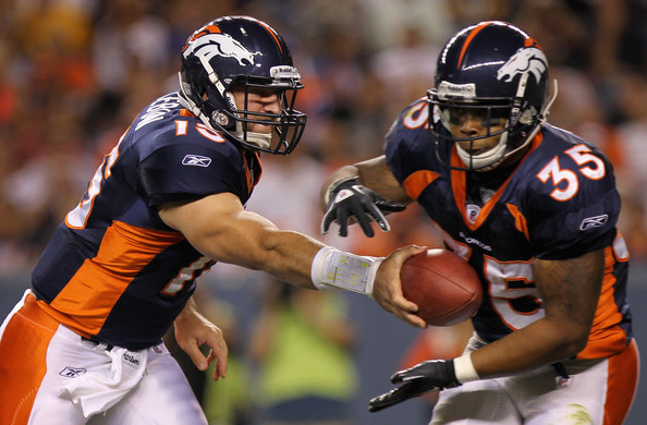 Lance_ball_takes_handoff_from_Tebow