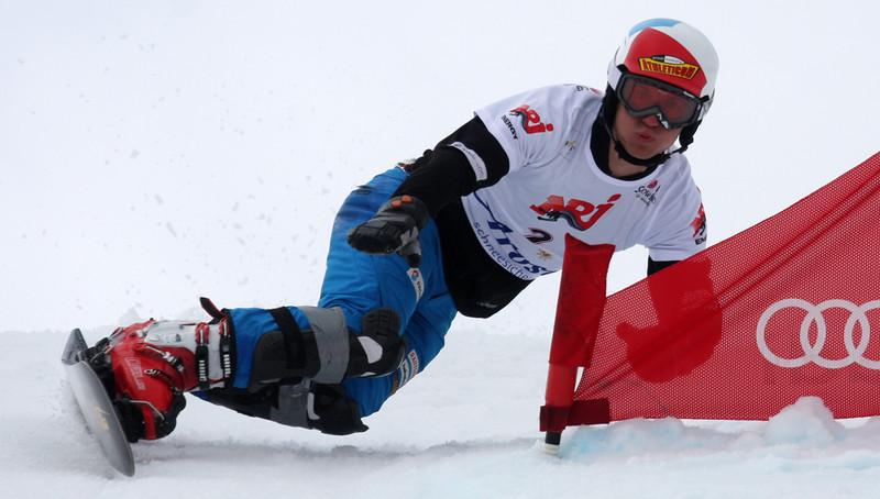Nevin_Galmarini_snowboarding